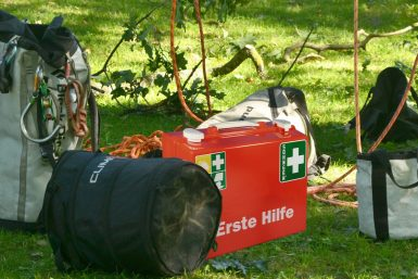 Erste Hilfe bei Arbeiten im Baum