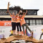 Drei Damen auf einem Siegerpotest