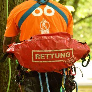 Rescue Banana am Klettergurt befestig